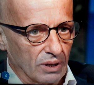 Alessandro Sallusti da Diaco riceve una dichiarazione d'amore a sorpresa dalla compagna