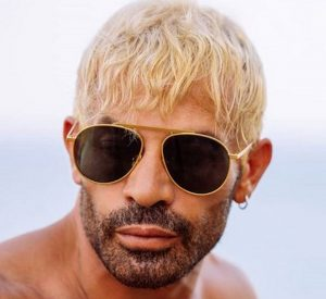 Gianni Sperti cambia look e dice mi annoio vedere sempre la mia stessa immagine allo specchio