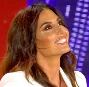 GF Vip Elisabetta Gregoraci il bacio con Petrelli fa impazzire il web